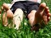 Barfuss im Gras